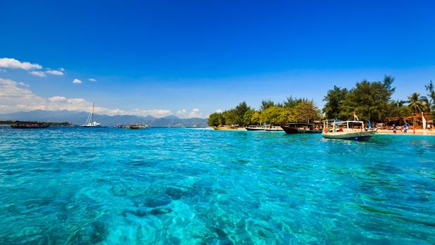 618_348_island-hopping-at-the-gilis